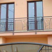 Кований балкон з сіткою та ковкою