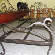 Коване ліжко з деревяною боковиною
