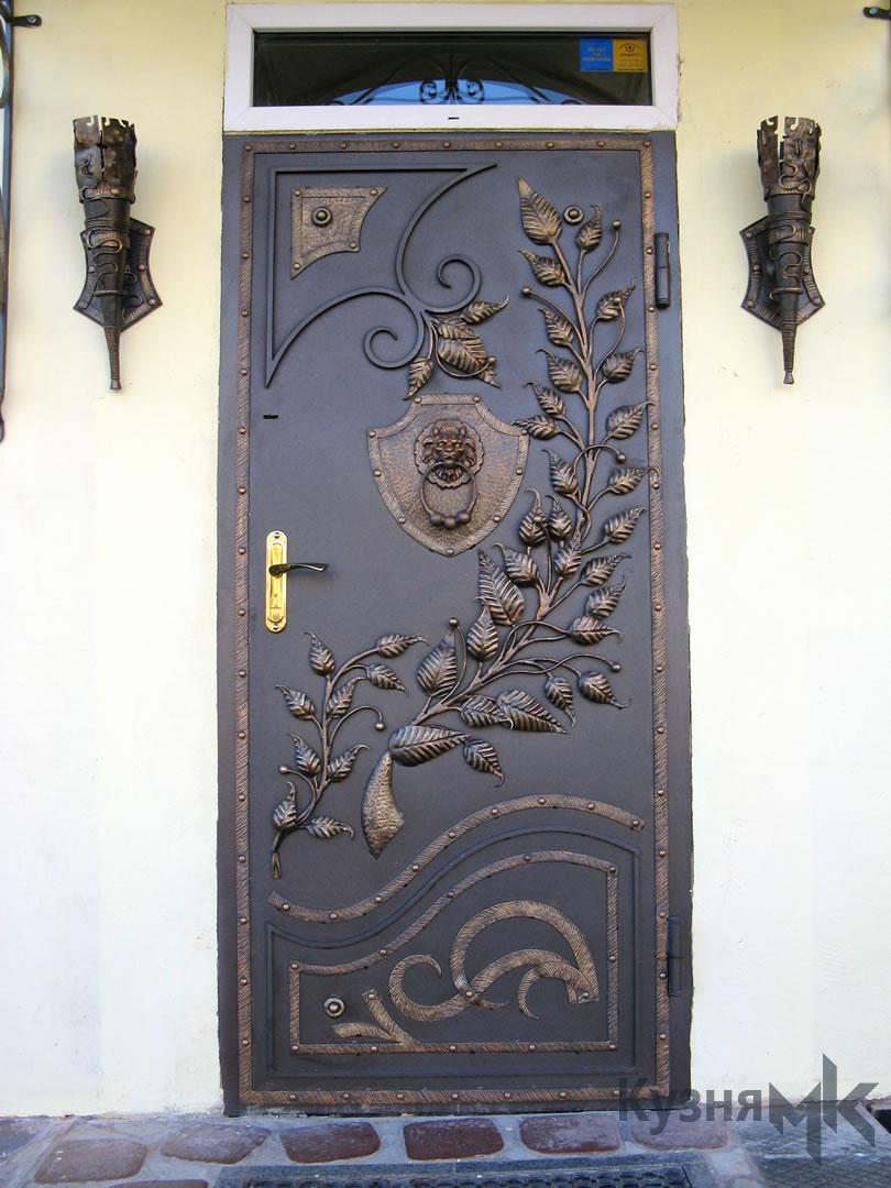 Ковані двері в будинок