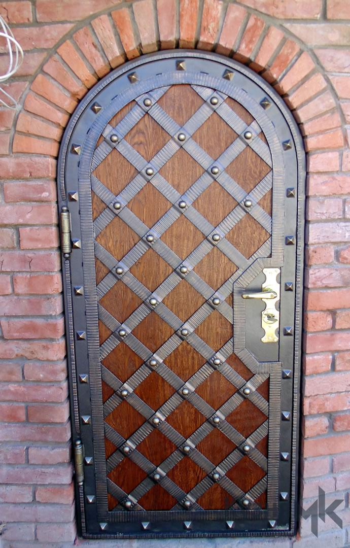 Ковані двері з елементами дерева