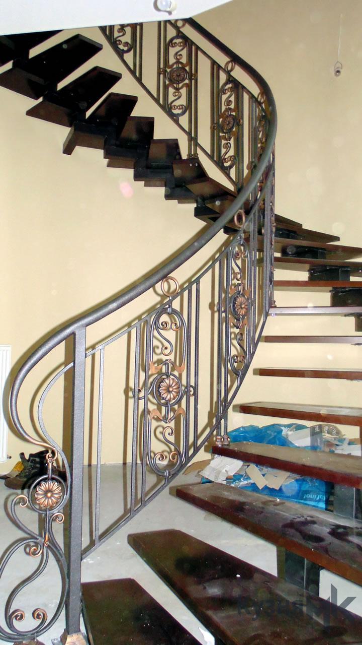 Ковані перила на сходи в будинку