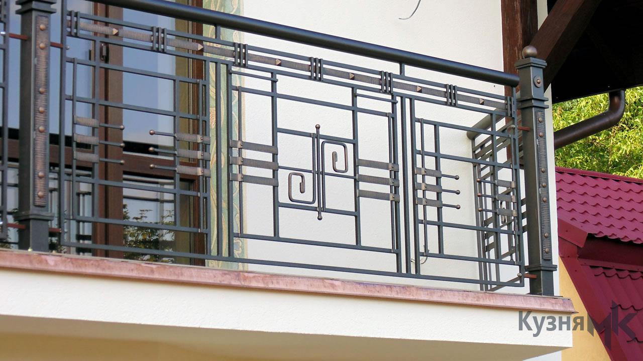 Кований балкон з фактурною полосою
