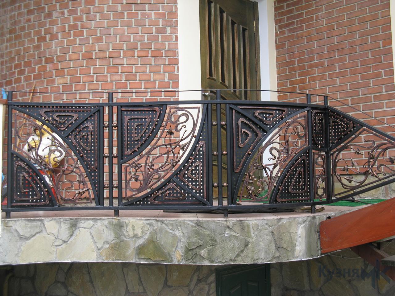 Ковані перила на балконі