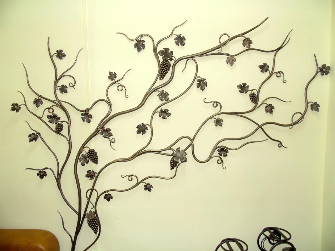 Кований декор на стіну