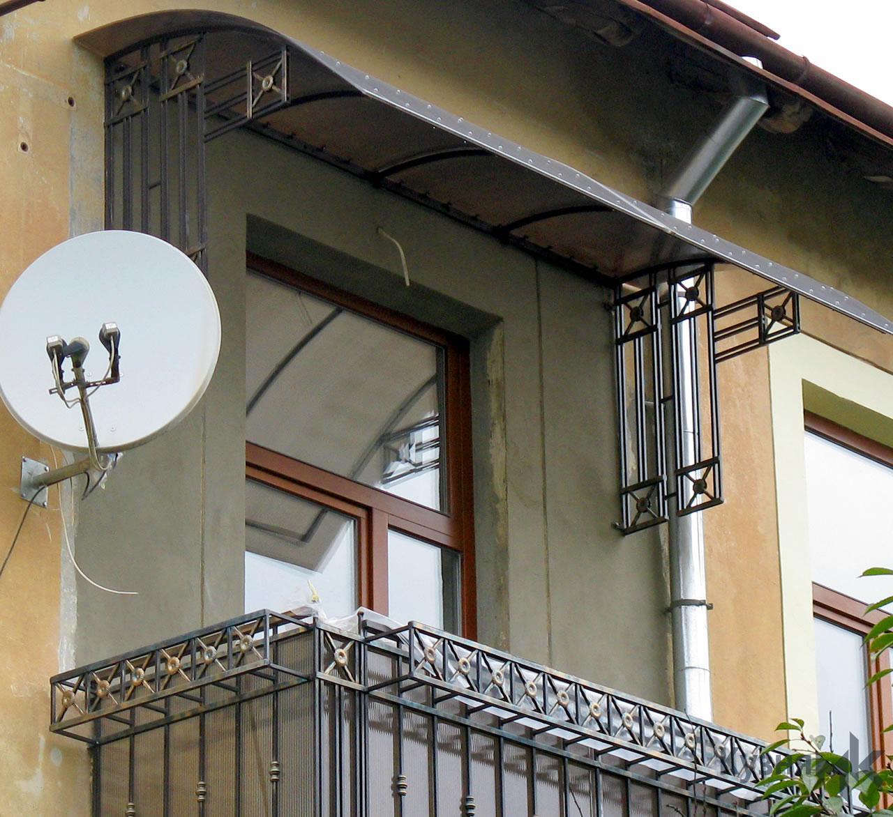 Кований дашок над балконом