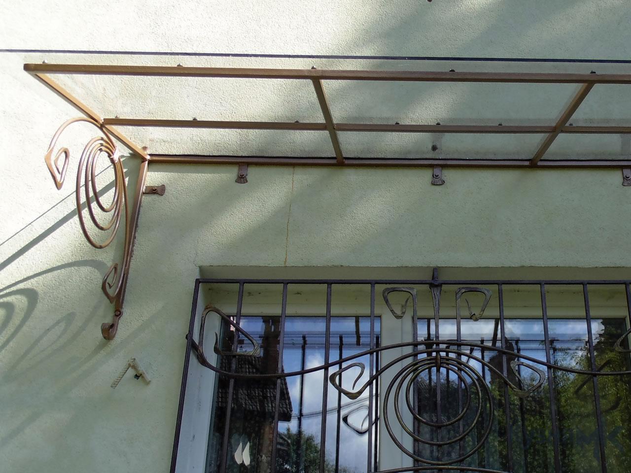 Кований дашок над вікном