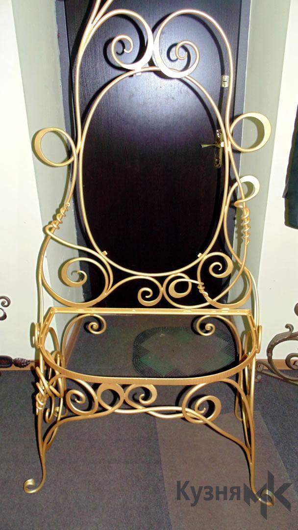 Кований стіл з дзеркалом для спальні