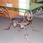 Журнальний кований столик з склом