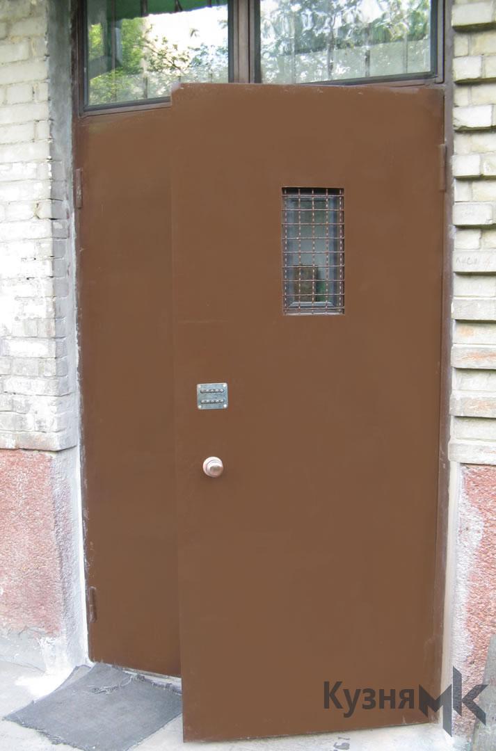 Металеві двері в підїзд