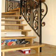 Металеві сходи з деревяними  сходинками