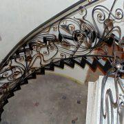 Металевий каркас сходів радіусом