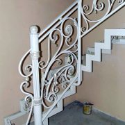 Металевий каркас сходів з кованими вставками