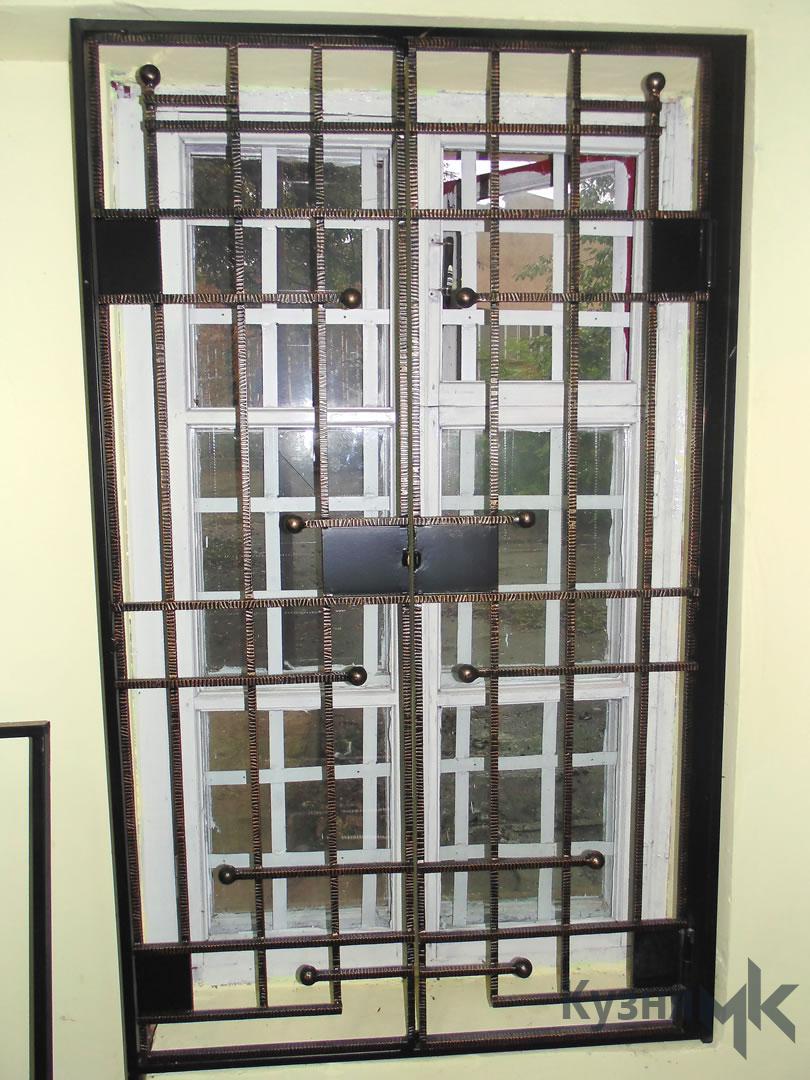 Ковані дверні решітки