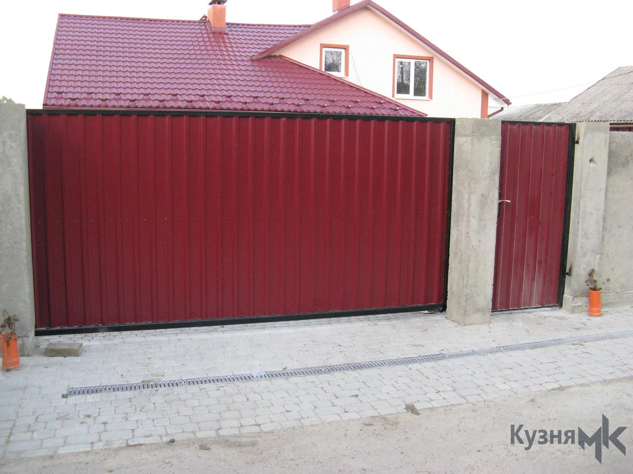 Відкатні ворота з профнастилу